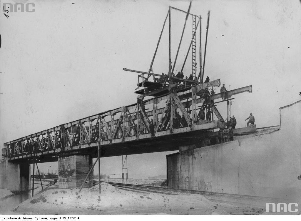 Budowa wiaduktu na budowanym drugim torze magistrali węglowej w Tczewie, nad linią Tczew-Kustrin - Źródło: NAC
