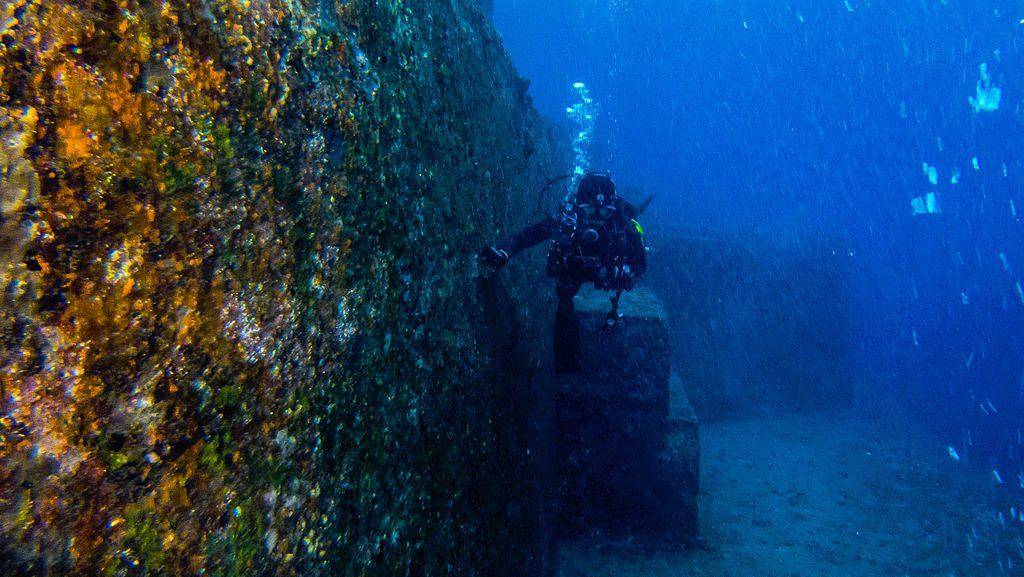 Podwodne Monumenty Yonaguni - Źródło: commons.wikimedia.org Foto: Vincent Lou (Chiny)