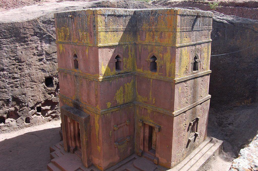 Kościół wykuty w jednej skale - Źródło commons.wikimedia.org Foto: Katie Hunt