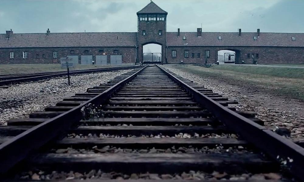 Wygenerowana komputerowo wartownia i brama główna KL Auschwitz-Birkenau - Animacja obozu koncentracyjnego Auschwitz II