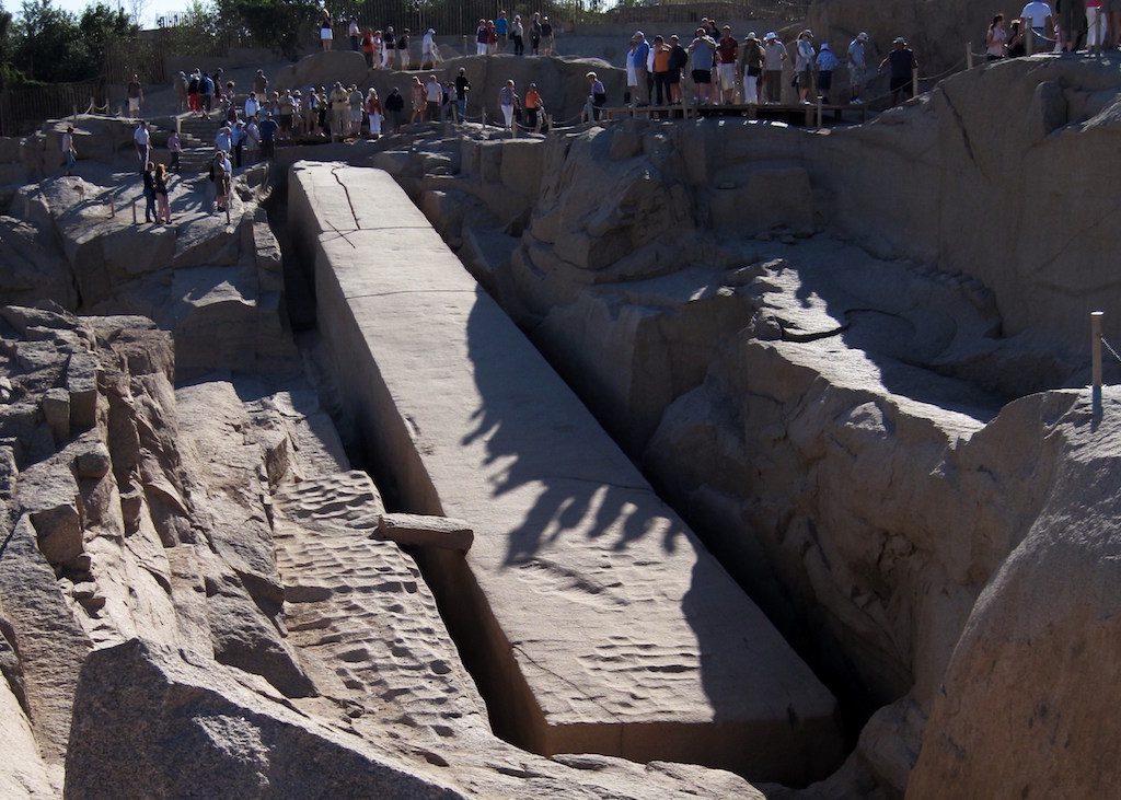 Niedokończony olbrzymi obelisk - Źródło: commons.wikimedia.org Foto: Olaf Tausch