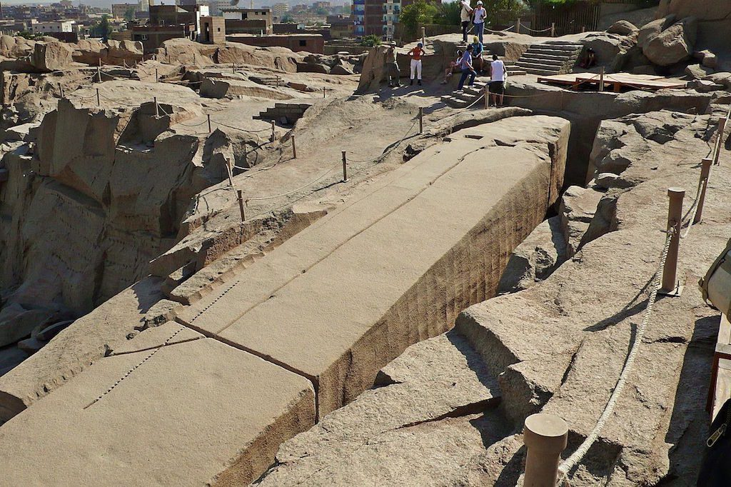 Niedokończony obelisk w Asuan - Źródło: commons.wikimedia.org Foto: Alberto-g-rovi