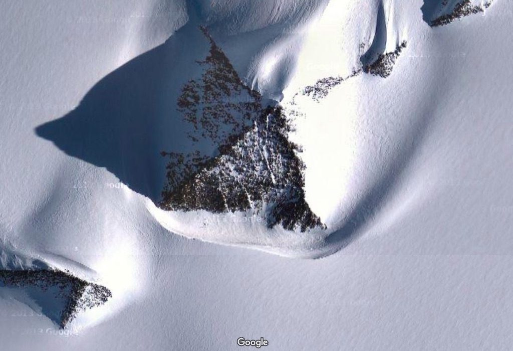 Piramidy na Antarktydzie - 10 zadziwiających miejsc na świecie - Źródło: Google Maps
