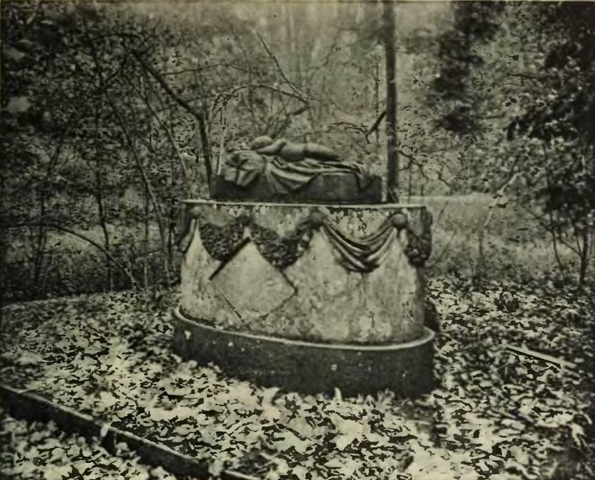 Jedna z nielicznych zachowanych fotografii nagrobku - Zbiory: Fundacja Księżnej Daisy von Pless