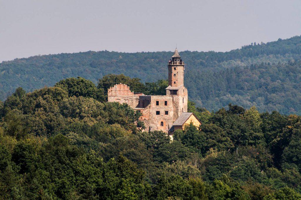Zamek Grodno, pierwotnie gotycka warownia, później renesansowa rezydencja, dziś trwałe, ale zabezpieczone ruiny - Foto: Adrian Sitko