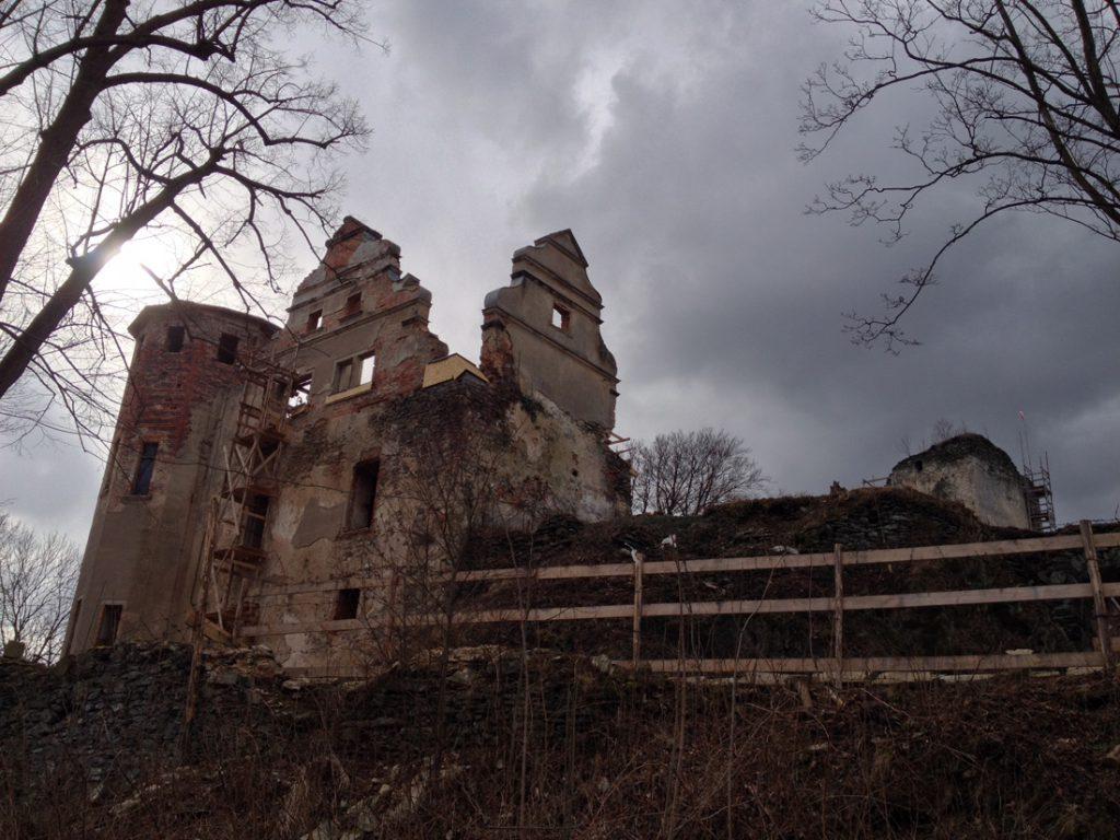 Zamek Niesytno - Zamek w odbudowie, zdjęcie z 2015 roku