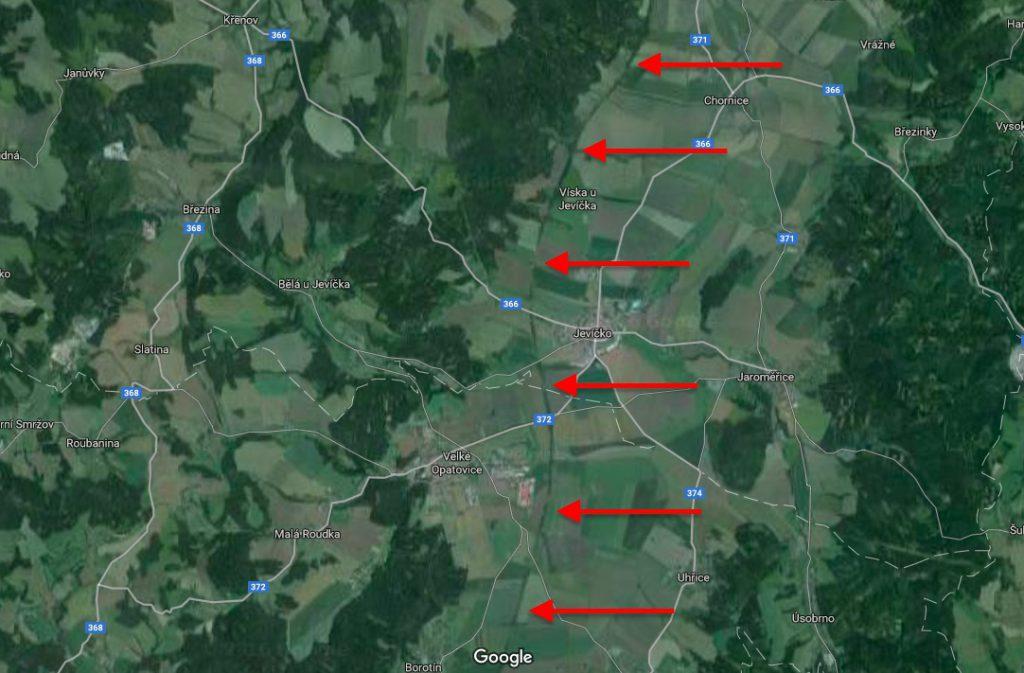 Wyraźnie widoczny przebieg autostrady Hitlera (Hitlerova dálnice) w pobliżu miejscowości Jevíčko - Źródło: Google Maps