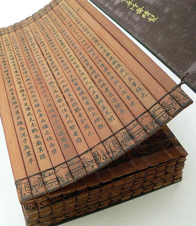 """Bambusowe wydanie """"Sztuki Wojennej"""" - Źródło commons.wikimedia.org Foto: vlasta2"""