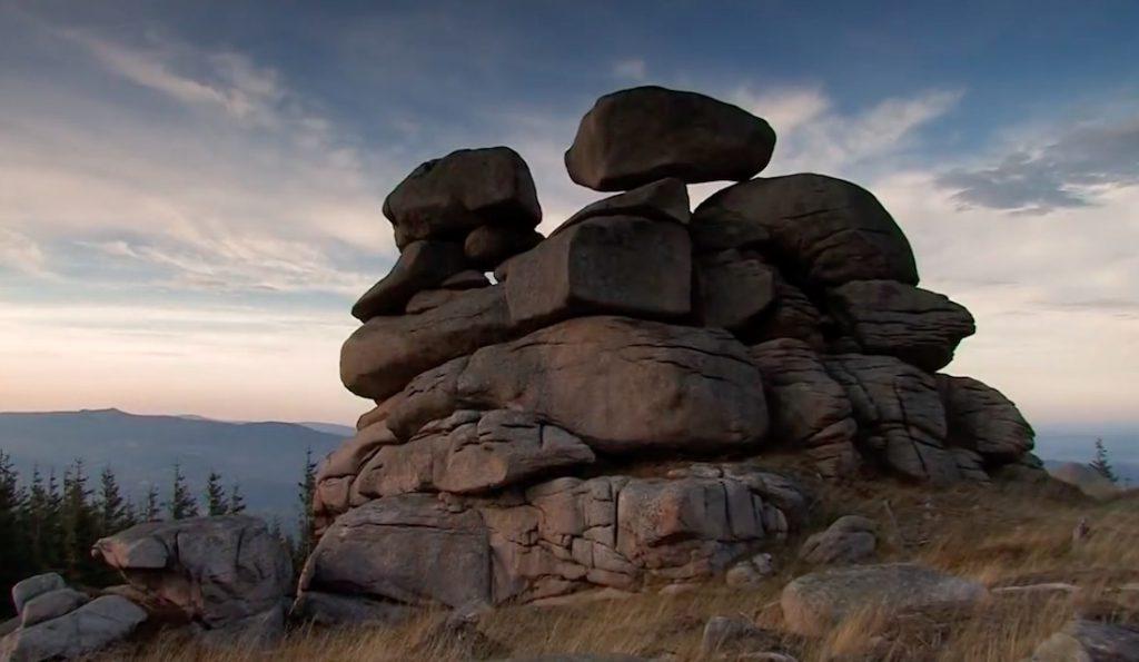 Skały Paciorki w Karkonoszach - Źródło: Kadr z filmu