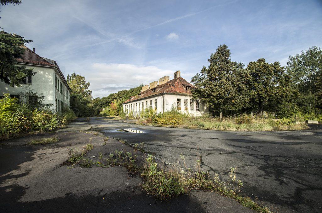 Zabudowania byłego radzieckiego szpitala - Foto: Adrian Sitko