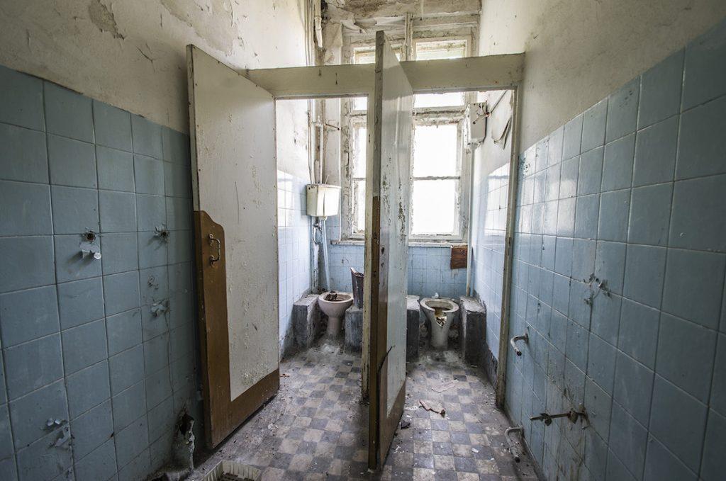 Jedne z licznych ubikacji dla pacjentów - Foto: Adrian Sitko