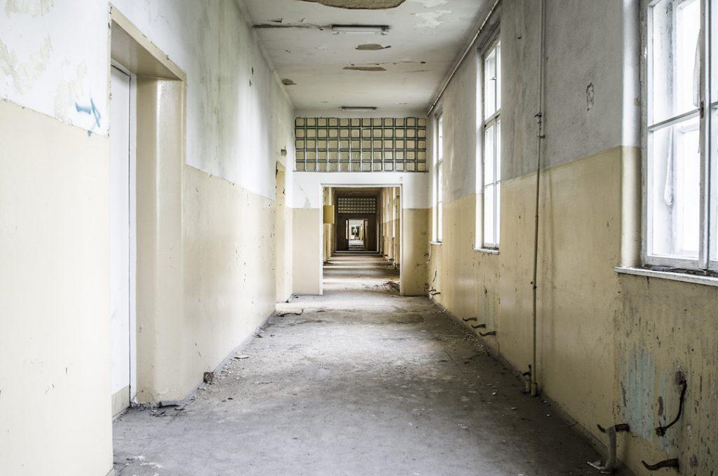 Radziecki szpital w Legnicy mógł pomieścić ponad 600 pacjentów - Foto: Adrian Sitko
