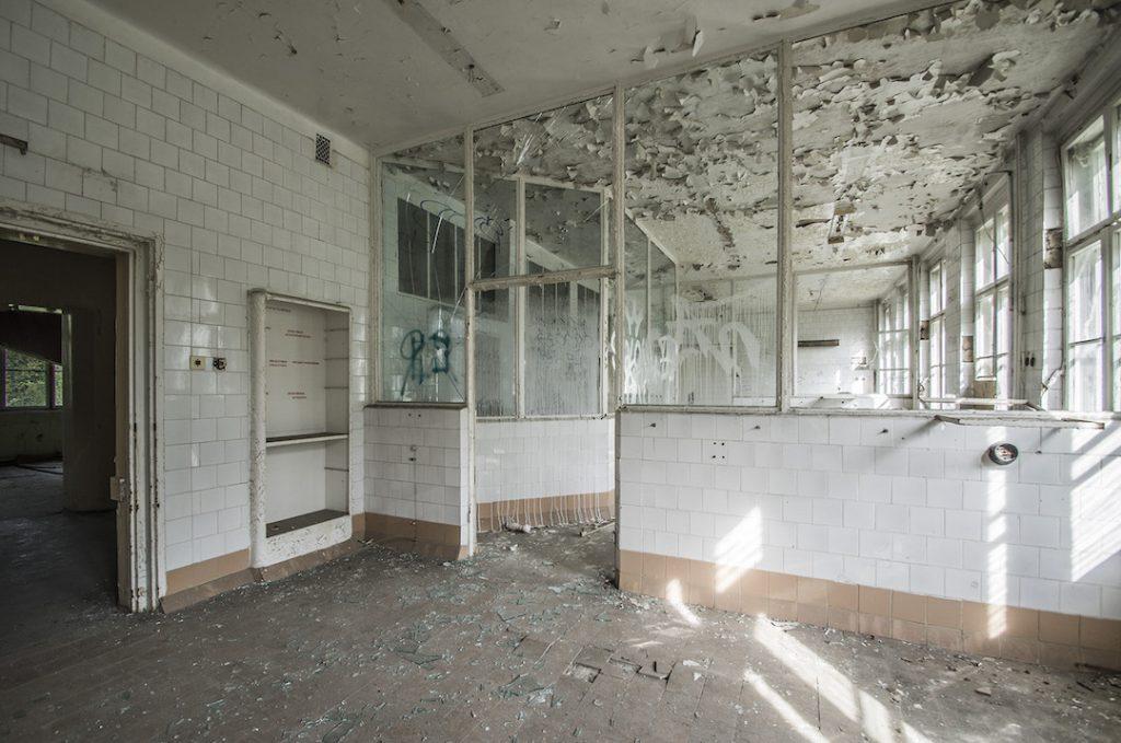 Blok operacyjny, izolatka radzieckiego szpitala w Legnicy - Foto: Adrian Sitko