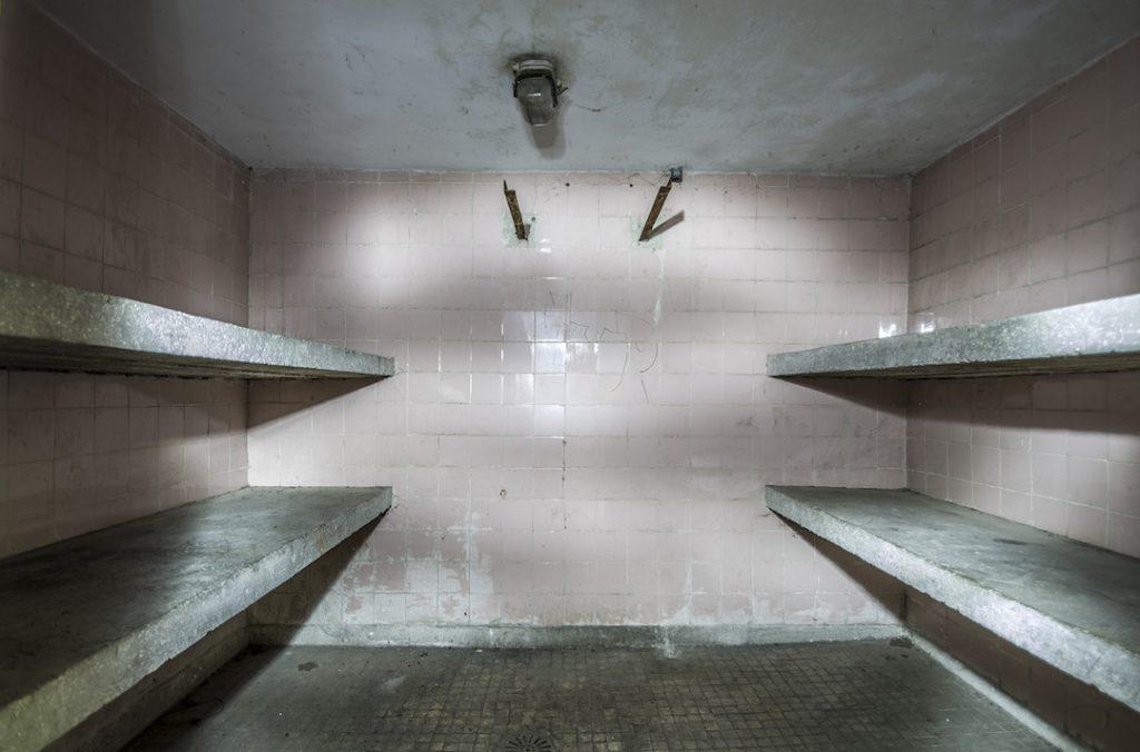 Prosektorium i półki na ciała pacjentów - Foto: Adrian Sitko