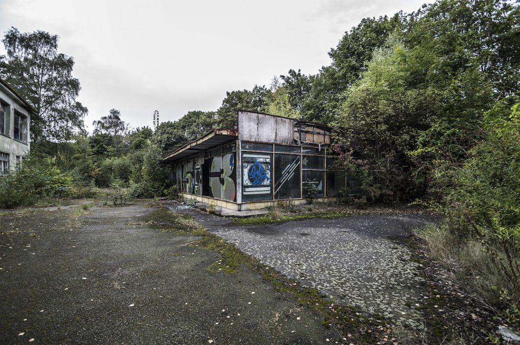 Na sam koniec drobny budyneczek, szpitalny sklepik - Foto: Adrian Sitko