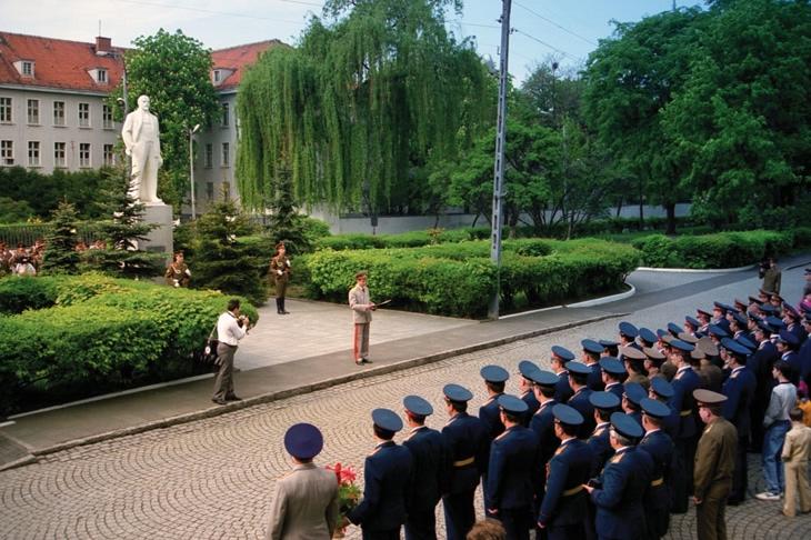 Armia Radziecka w Legnicy - Foto: Franciszek Grzywacz Wydawnictwo Edytor