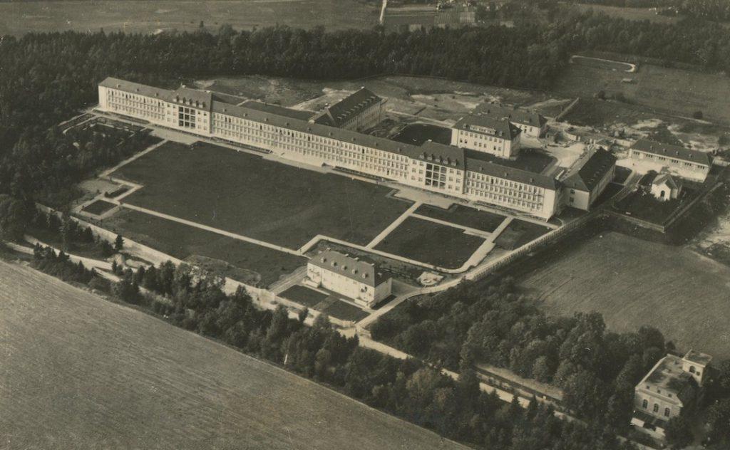 Przedwojenne zdjęcie lotnicze szpitala w Legnicy - Źródło: dolny-slask.org.pl
