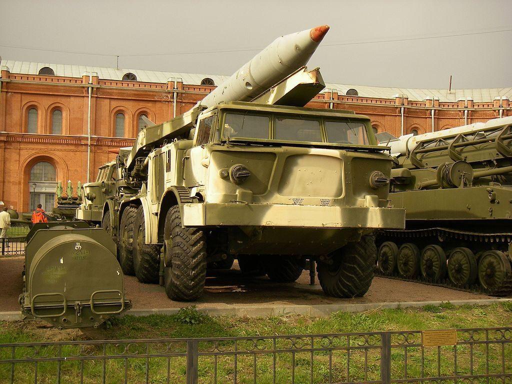 """Zestaw 9K52 """"Łuna-M"""" - Źródło commons.wikimedia.org Foto: One half 3544"""