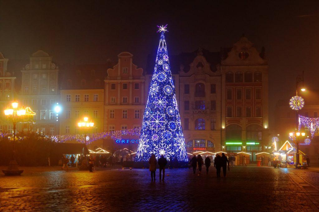 Na wrocławskim rynku stanęła także tradycyjna choinka