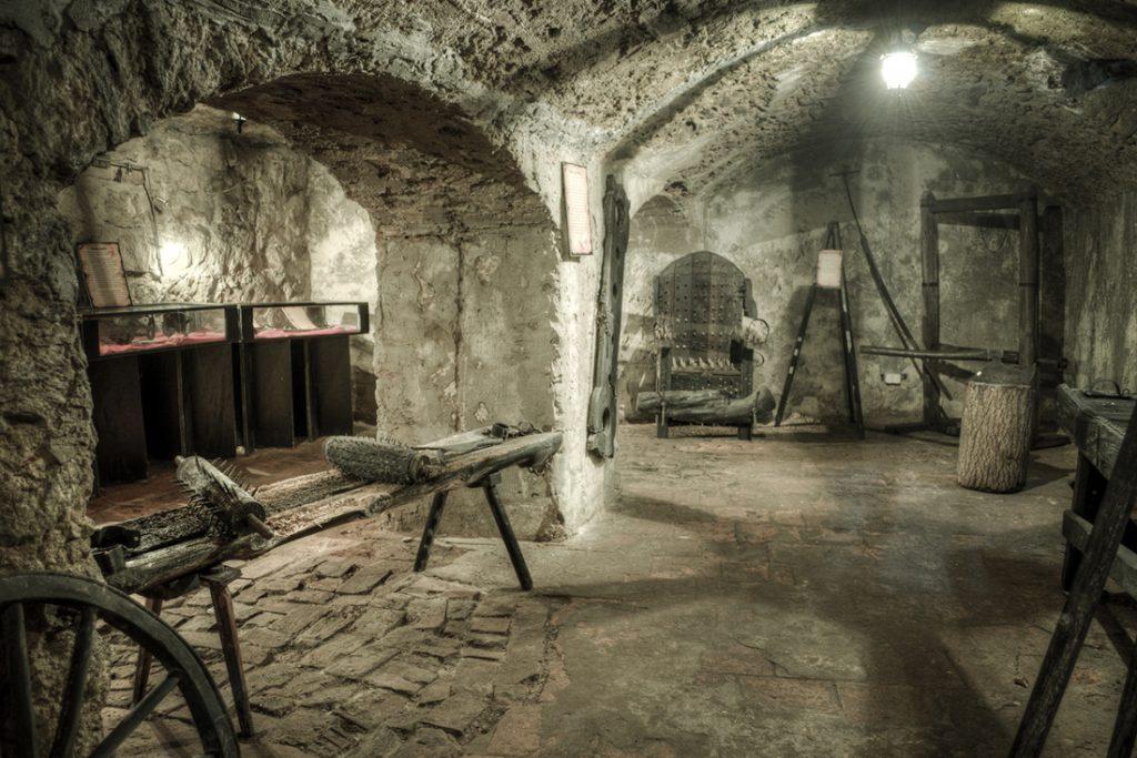 Sala Tortur - Pierwsze z pomieszczeń, gdzie rozpoczęto poszukiwania