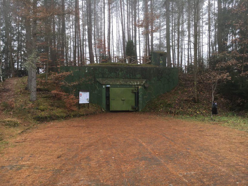 Wejście do jednego z dwóch schronów T-7 w Obiekcie 3001 w Podborsku