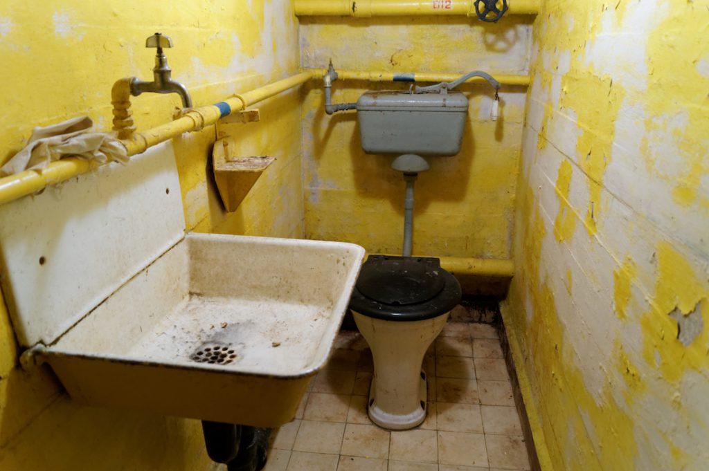 A tak wygląda toaleta w tajnym radzieckim magazynie broni jądrowej :)