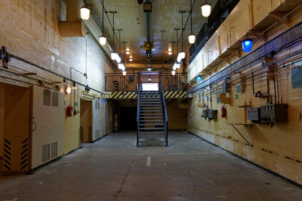 Wnętrze magazynu w Podborsku, schody zostały domontowane później specjalnie dla zwiedzających
