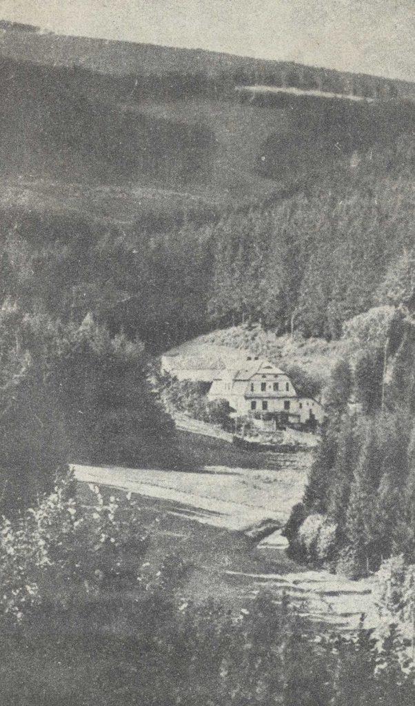 Dolina Miłej między Kamionkami i Rościszowem - Zdjęcie leśniczówki w Lasocinie
