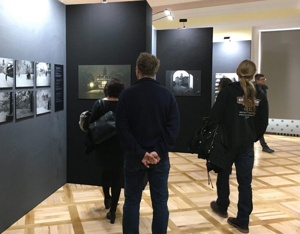 Wystawa starych fotografii Louisa Hardouina