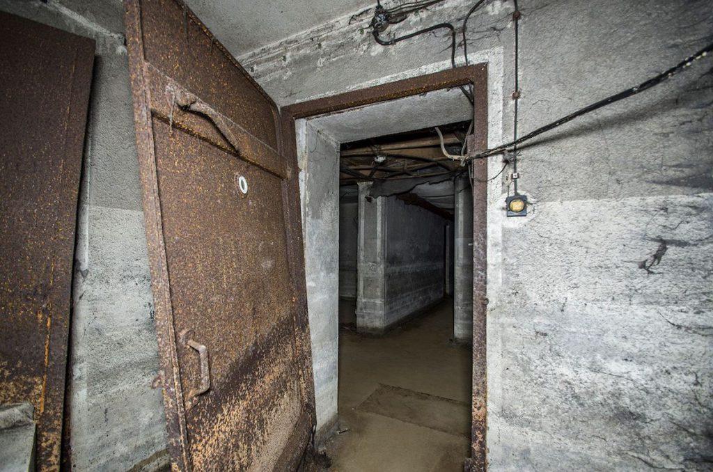Jedne z gazoszczelnych drzwi - Foto: Adrian Sitko