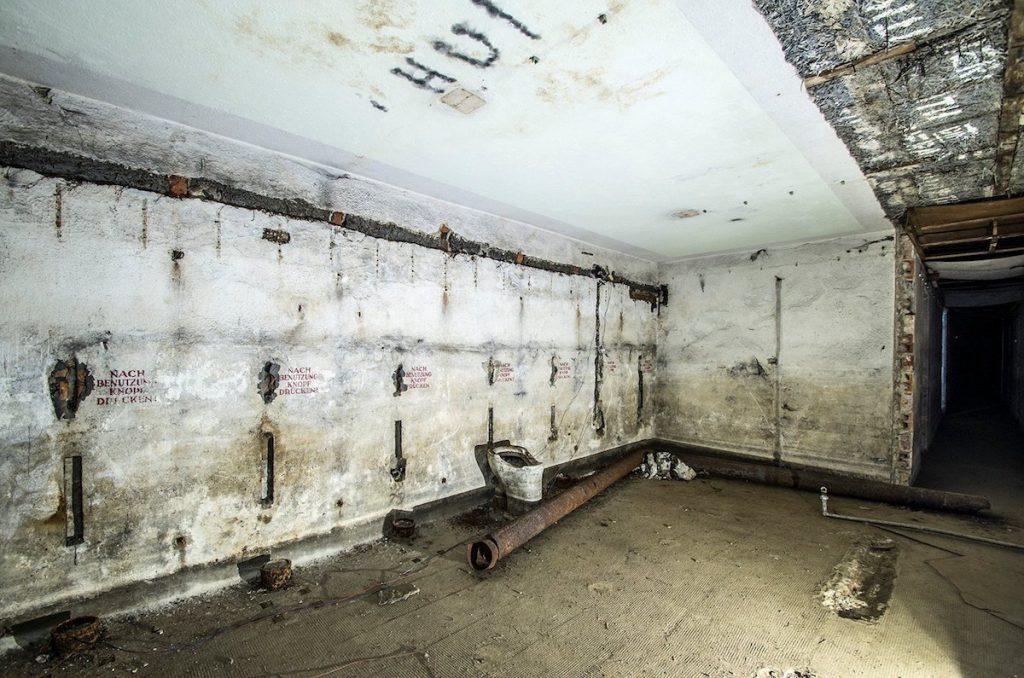 Ubikacje w schronie - Foto: Adrian Sitko