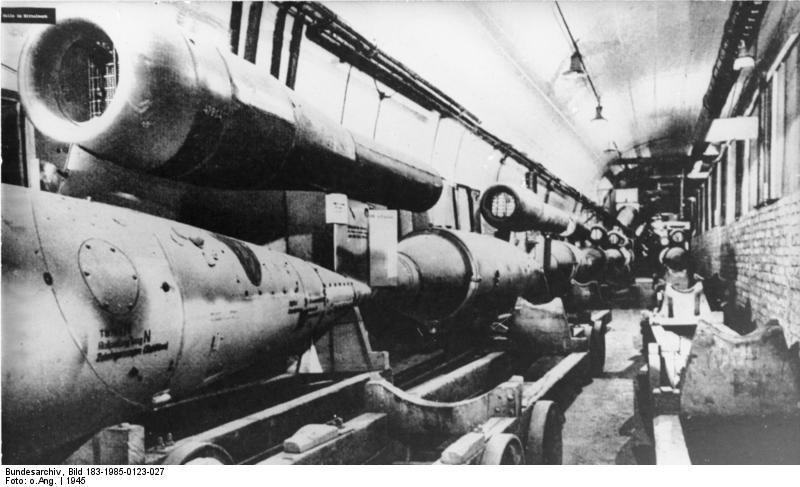 Produkcja latających bomb V-1 - Źródło: Bundesarchiv Bild 183-1985-0123-027