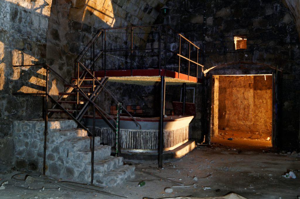Bar, pozostałości dawnej dyskoteki