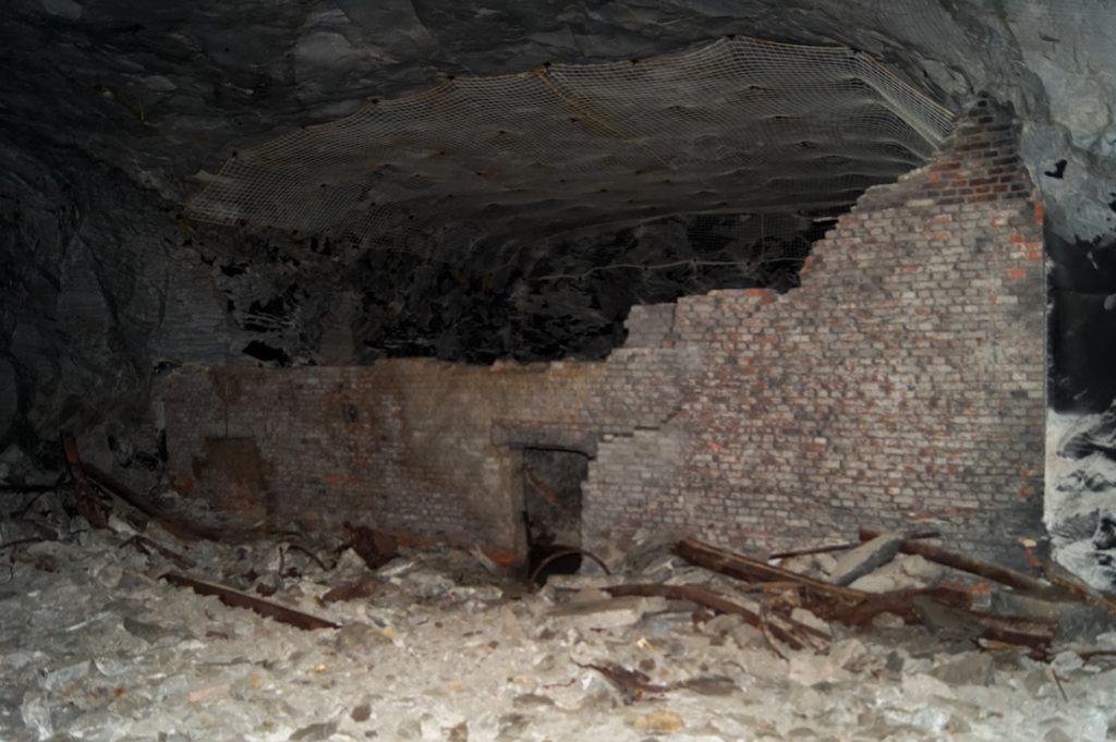 Fragment budynku wybudowanego w podziemiach