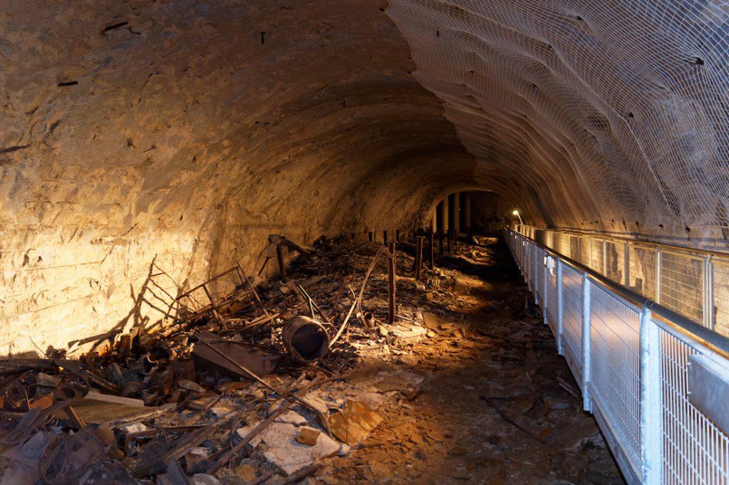 Podziemia Mittelwerk (Mittelbau-Dora) i porozrzucane części do rakiet