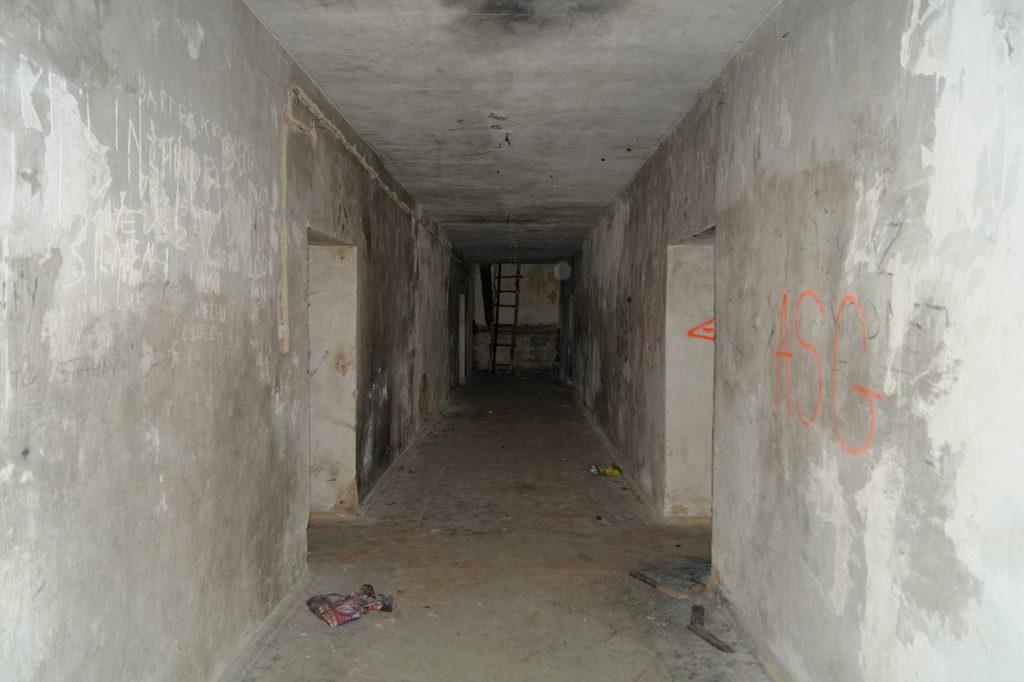 Główny korytarz tuż po przekroczeniu głównego wejścia