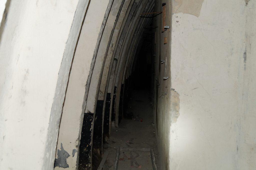Wnętrze radzieckiego schronu w Witoszowie Dolnym