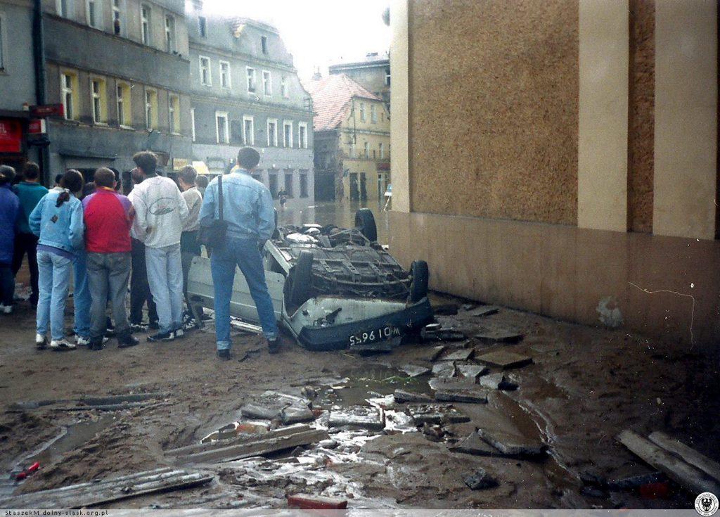 Powódź w Kłodzku - Widok na ul. A. Grottgera - Źródło: dolny-slask.org.pl
