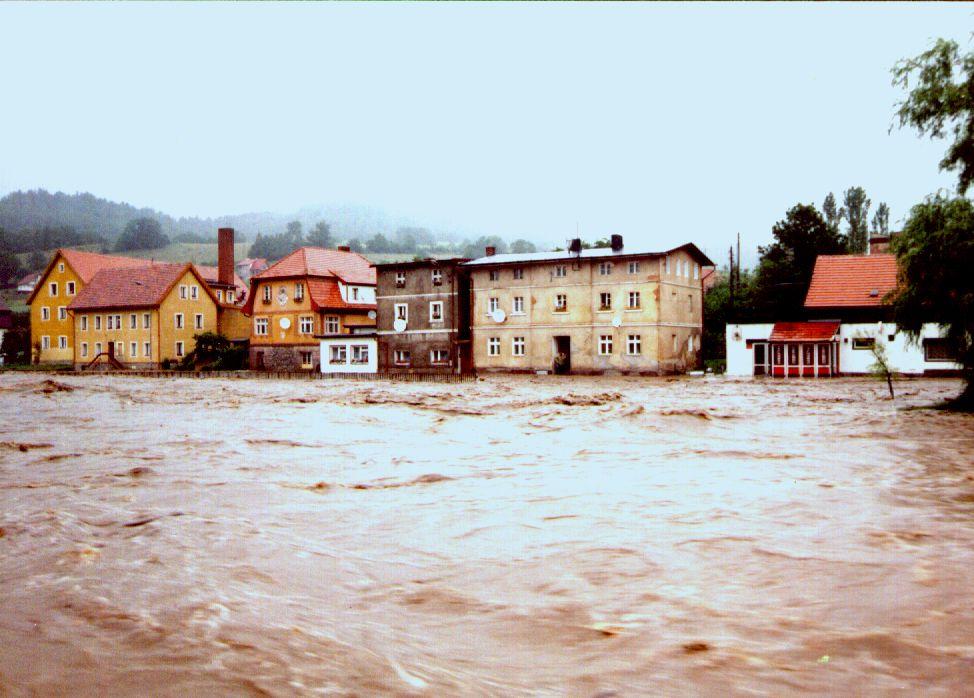 Powódź w Lądku-Zdroju - Ul. Klonowa - Źródło: dolny-slask.org.pl