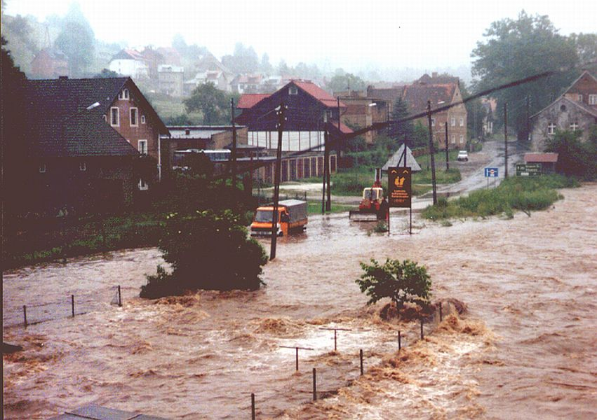 Powódź w Lądku-Zdroju - Ul. Widok - Źródło: dolny-slask.org.pl