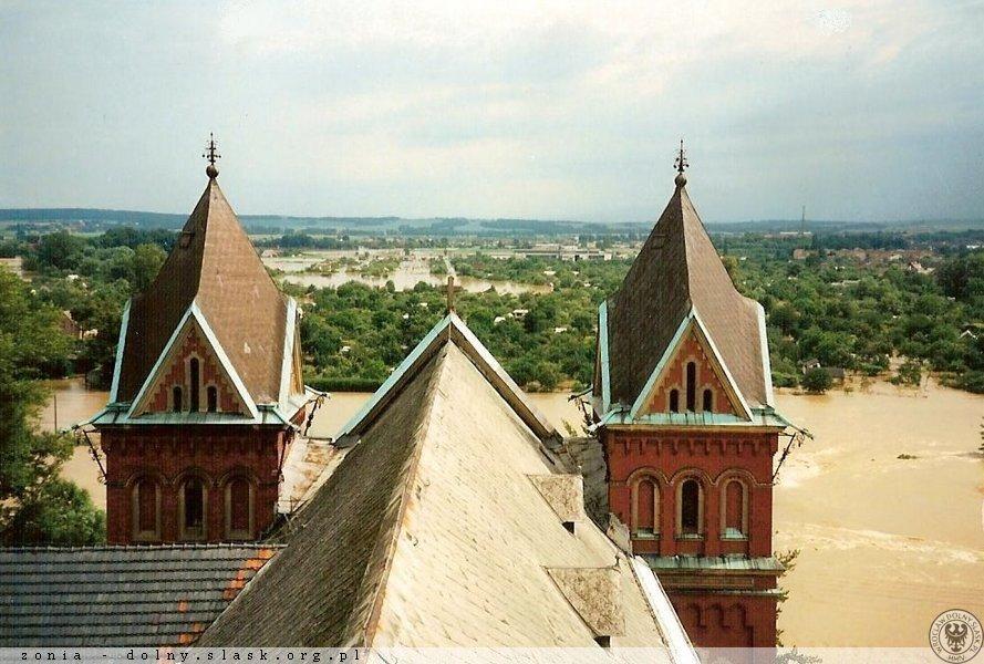 Powódź w Nysie - Widok na rzekę z dachu kościoła św. Elżbiety - Źródło: dolny-slask.org.pl