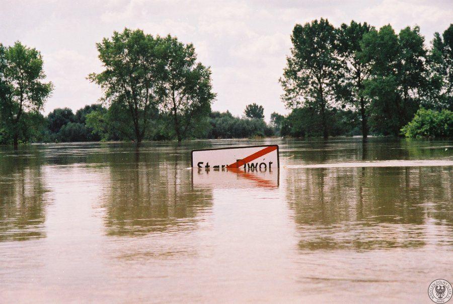 Powódź w Starym Dworze - Źródło: dolny-slask.org.pl