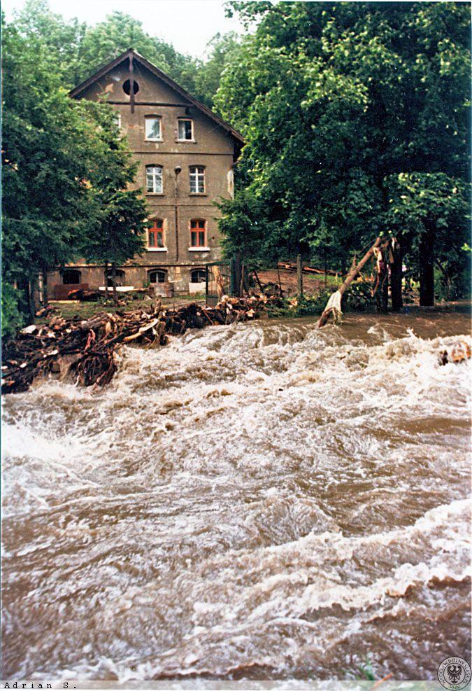 Powódź w Świebodzicach - Dzielnica Pełcznica - Źródło: dolny-slask.org.pl