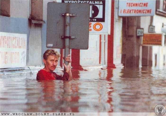 Powódź we Wrocławiu - Ul. Pułaskiego - Źródło: dolny-slask.org.pl