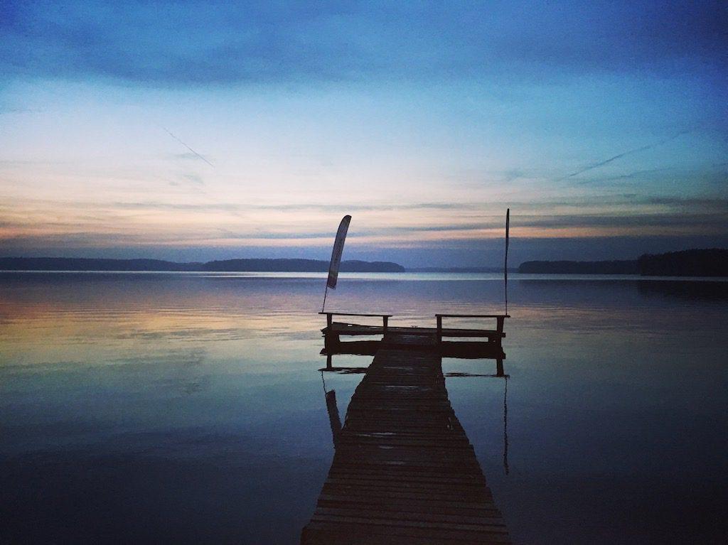 Zachód Słońca nad jeziorem, sam nie wiem gdzie…