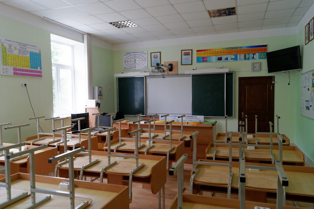 Szkolna sala w białoruskim gimnazjum