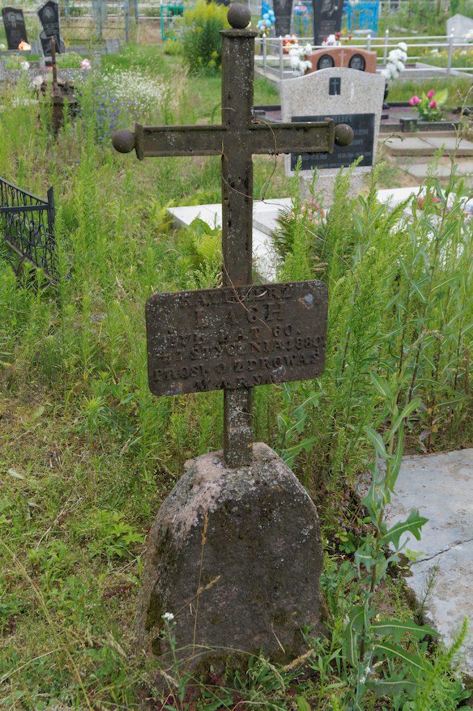 Polski grób z 1880 roku na cmentarzu w Zdzięciole