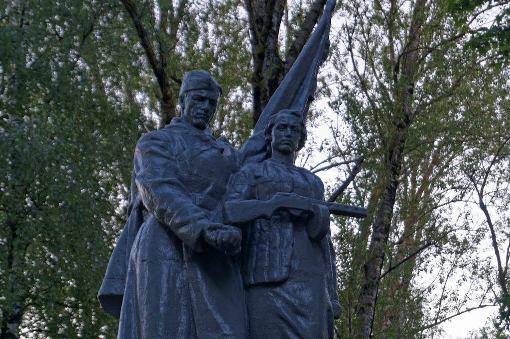 Kolejny pomnik we wsi Dworzec