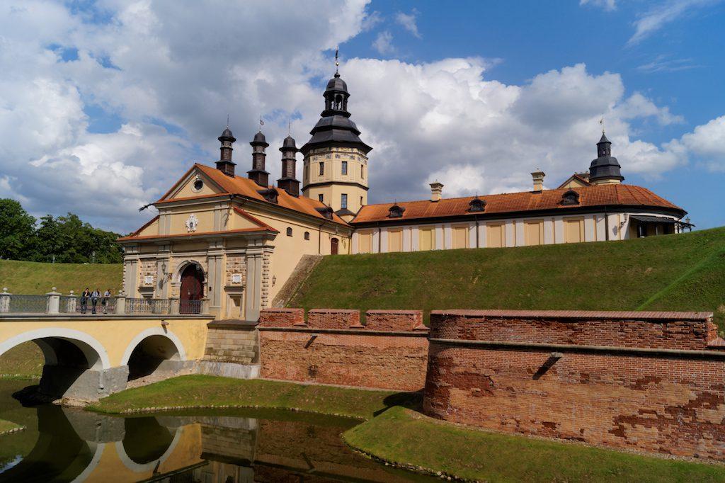Zamek dawniej należał do rodu Radziwiłłów - Nieśwież