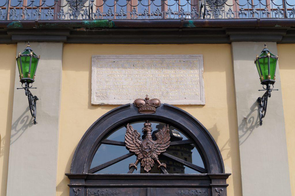 Orzeł litewskiego rodu Radziwiłłów herbu Trąby na elewacji Zamku w Nieświeżu